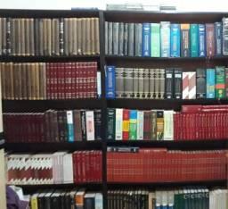 livros de Direito, entre outros, várias coleções, em média de 400 Livros +5 estantes<br>