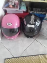 Vendo dois capacetes semi novos