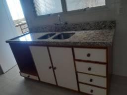 Cozinha completa com pedra granito e coifa