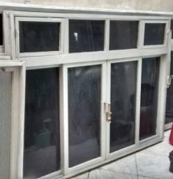 Vendo janela com 1,80 m em alumínio