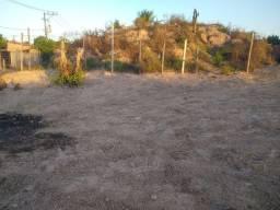Vende - se um Terreno em Dias D'Ávila