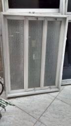 Vendo janela basculante em alumínio