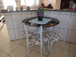 Vendo Mesa redonda tampo vidro + 4 cadeiras