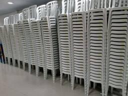 Mesas, Cadeiras e Tenda para melhorar a festa do dia das crianças