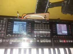 Teclado Roland EA7 semi novo 4.500 com case
