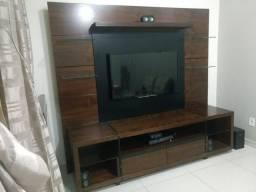 Estante com painel de TV