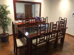 Mesa com 8 cadeiras em mogno