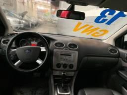 Ford Focus 2.0 Hatch Automático GNV 2013 Completo Couro (troco e financio)