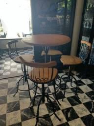 2 Mesas bistrô de madeira