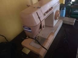 Vende-se duas máquinas de costura por R$ 500,00