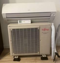 Ar Condicionado Fujitsu Inverter 12000 BTUs Quente/Frio