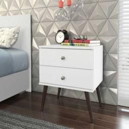 Título do anúncio: Mesa ideal para abajur e livros!!