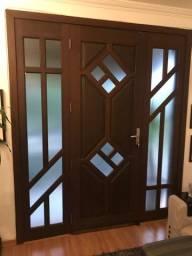 Vendo porta de madeira e vidro