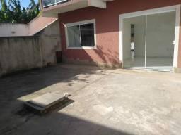 Casa linear com quintal independente.
