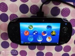 PS Vita usado com 5 jogos + case