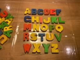 Alfabeto em Madeira Para Alfabetização - Todas as Letras - Em Ótimo Estado