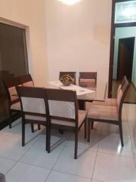 Mesa para sala de jantar com 8 cadeiras de madeira