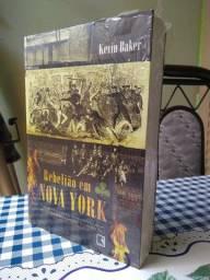 """Livro """"Rebelião em Nova York"""" - Kevin Baker (novo)"""