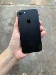 iPhone 7 32 Gb  R$ 1400