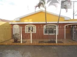 Casa muito bem localizada em Cosmópolis-SP. CA0030)