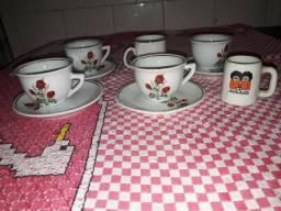 Belo conjunto antigo de 5 xícaras e 4 pires