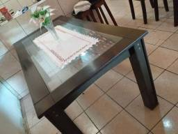 Vendo essa mesa de 6 lugares.