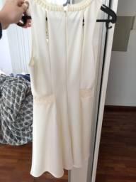 Vestido off white de festa bordado com pérolas