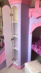 Cama beliche infantil Castelo com escada e escorregador