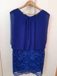Lindo vestido em cor azul marinho