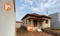 Vende-se casa Mista na Vila Margarida. Terreno com 309m2