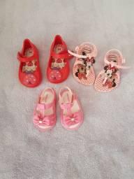 R$ 230  Lote roupa+sapatos (serve até 1 ano...1)mais ou menos.