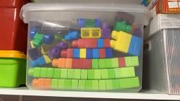 Blocos de montar - caixa com 257 itens