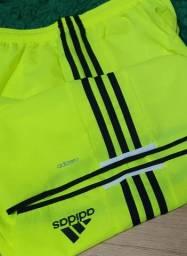 Shorts Adidas- 96 reais, tamanho M