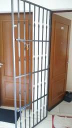 Porta de ferro barra torcida