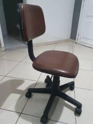 Título do anúncio: Cadeira de escritório e PC