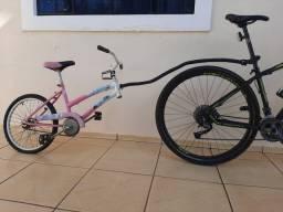 Reboque infantil para bike.