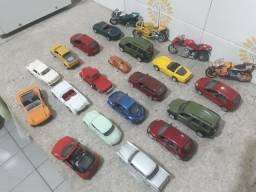 Coleção de carros e cachorros