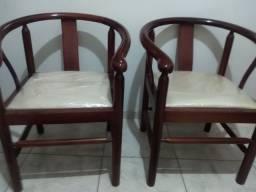 Cadeiras de madeiras estofadas semi-nova