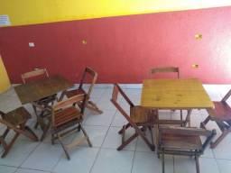 Vendo mesa com 4 cadeira