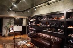 Móvel para loja de sapatos ou expositor. Estante e prateleiras