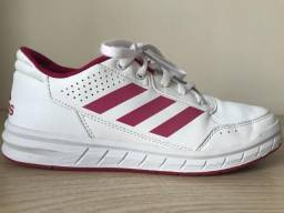 Tênis Adidas número 32