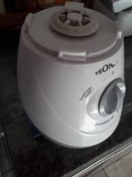 Liquidificador da marca Mondial sem copo