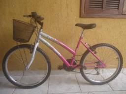 Bicicleta feminina Aro 24 com 18 marchas. Seminova. Ótimo estado. Nada para consertar. .
