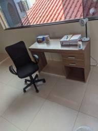 Vendo escrivaninha e cadeira