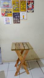 Mesa com base separada.