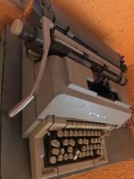 Vendo essa máquina de escrever manual