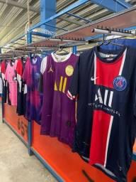 Mais de 150 modelos  diferentes de camisas de futebol
