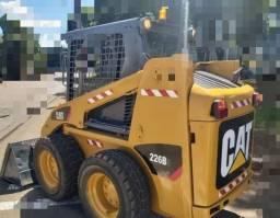 Mini-Carregadeira Caterpillar 226B<br><br>