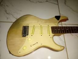 Guitarra strato yamaha + case com 5 pedais