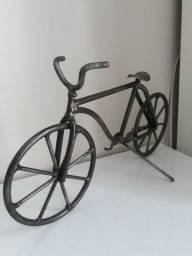 Estatua artesanal de bicicleta